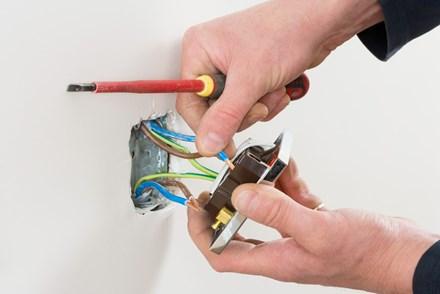 Замена выключателя (розетки) открытой/скрытой проводки
